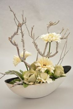 Tips On Sending The Perfect Arrangement Of Flowers Wild Flower Arrangements, Ikebana Flower Arrangement, Artificial Flower Arrangements, Artificial Flowers, Flowers For You, Silk Flowers, Dried Flowers, Flowers Garden, Art Flowers