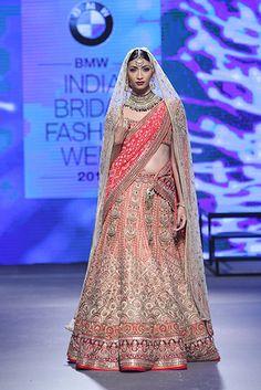 Bridal lehenga bollywood tarun tahiliani 28 ideas for 2019 Indian Bridal Lehenga, Indian Bridal Wear, Pakistani Wedding Dresses, Indian Dresses, Indian Wear, Indian Outfits, Wedding Lehanga, Bollywood Wedding, Desi Wedding