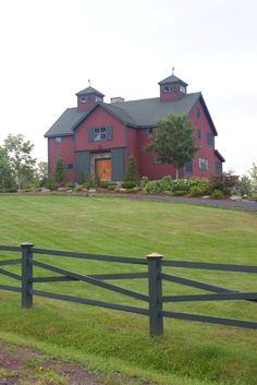 The barn house from the front.