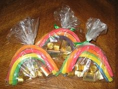Gold at the end of the rainbow treats. PRECIOUS St. Patrick's Day idea. by winifred