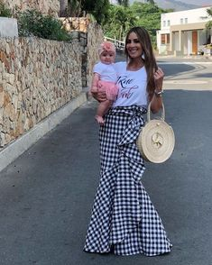 Pin by Yakeline Albines on Dreess. Skirt Outfits, Casual Outfits, Look Fashion, Womens Fashion, Mom Dress, Looks Chic, Pinterest Fashion, Cute Skirts, Fashion Sewing