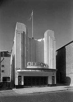 Cinema, High Street, Bromley, Greater London I remember seeing Peter Sellers in Dr Strangelove here in the Cinema Architecture, Futuristic Architecture, Architecture Details, Colonial Architecture, Bauhaus, Art Nouveau, Streamline Moderne, Art Deco Movement, Art Deco Buildings