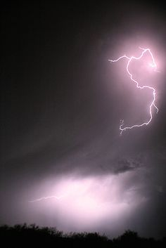 Lightning by rcameraw, via Flickr