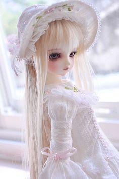 It is trifle. Doll Clothes Barbie, Barbie Dress, Anime Dolls, Bjd Dolls, Pretty Dolls, Cute Dolls, Beautiful Anime Girl, Beautiful Dolls, Barbie Bridal