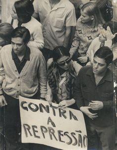 Chico com Edu Lobo, Itala Nandi, Arduíno Colasanti e Nelson Motta na Passeata dos Cem Mil, ocorrida na Avenida Rio Branco (RJ) em 22/06/1968.