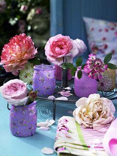 Petits pots en verre fleurs 1 Pallet Dog Beds, Flowers In Jars, Mason Jar Centerpieces, Pallets Garden, Purple Hues, Pink Purple, Rose Cottage, Mason Jar Crafts, Mason Jars