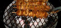 1 kg hoenderfillet in blokkies opgesny 1 groot ui, stukke gekap 1 groot groen soetrissie, stukke opgekap 500 ml coca-cola 125 ml sojasous 1 el bruinsuiker 3 el goue stroop 5 ml sout 6 sosati… Braai Recipes, Rump Steak, Biltong, South African Recipes, Chutney, Coca Cola, Side Dishes, Chicken Recipes, Recipies