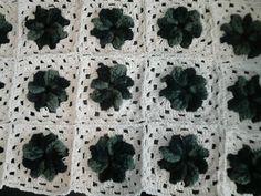 Tapete com flores  de croche