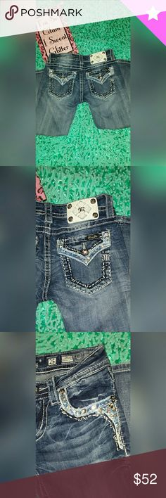 🌺💖💓Miss Me capris. Embellished.  EUC Miss Me embellished capris  Excellent condtion! Rhinestones on front and back pockets Inseam 22 Super cute !! **any questions,ask Miss Me Pants Capris