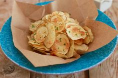 Homemade Potato Chips Made in the Microwave - Gemma's Bigger Bolder Baking Microwave Potato Chips, Microwave Recipes, Microwave Food, Crispy Chips, Baked Chips, Bigger Bolder Baking, Pasta, Food 52, Fun Food