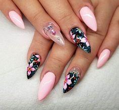 Stunning Black Floral Mountain Peak Nails with Embellishment Gorgeous Nails, Love Nails, Fun Nails, Nail Art Designs, Gel Nagel Design, Nails 2018, Instagram Nails, Cute Nail Art, Nagel Gel