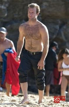 feel i need to have this half naked #ScottCaan pic