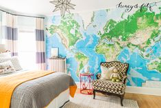 This map accent wall adds such a fun pop of color to this big boy room! Liapela.com