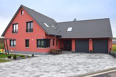 Großes Holzhaus mit Doppelgarage #wirbauenmitholz #einfamilienhaus #ausbauhaus #holzbau #eigenheim #holzhaus #holzbau #satteldach #schwarzesdach #putzfassade