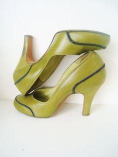 1940s Olive Leather Vintage Pinup Heels.