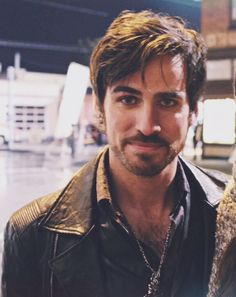 How is this man real?? Colin O'Donoghue                                                                                                                                                      Mais