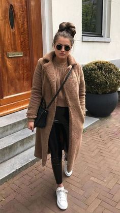 Street Style at the Paris Mens Fashion Week Fall Winter Fall Trends Winter Night Outfit, Stylish Winter Outfits, Winter Outfits Women, Winter Fashion Outfits, Night Outfits, Fall Outfits, Teen Fashion, Fall Fashion, Cold Winter Fashion