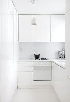 Minimalist kitchen cabinet simple kitchen design ideas for small space - Enthusiastized Minimalist Modern Kitchens, Minimalist Kitchen Cabinets, Minimal Kitchen, Minimalist Design, Minimalistic Kitchen, Minimalist Interior, Minimalist Living, Minimalist Bedroom, Minimalist Decor
