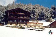 Bauernhof | Wachtlerhof | Matrei in #Osttirol Cabin, House Styles, Home Decor, National Forest, Vacation, Haus, Room Decor, Cabins, Home Interior Design