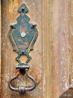 Batente, The Door Knock
