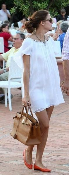 Who made olivia palermo s white skinny jeans black tank for Hermes palermo