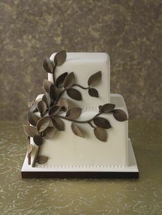 #CakeDecorating #Cake #Leaves Two tier bead trim border Elegant and beautiful great at the table centre!