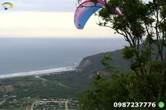 Paragliding Puerto Lopez Ecuador Make a flight Puerto Lopez and enjoy the natural landscape in a flight through the skies of 12 to 15 minutes.