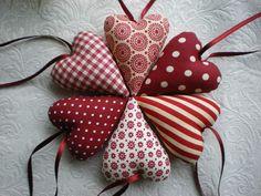 Christmas Ball Ornaments Diy, Christmas Themes, Christmas Crafts, Valentine Decorations, Valentine Crafts, Valentines, Crafts To Sell, Diy And Crafts, Fabric Hearts