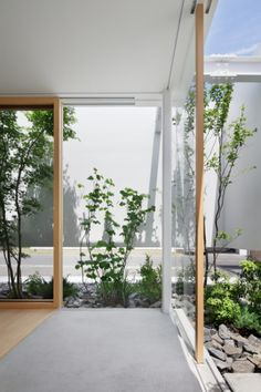 Green Edge is a minimalist house located in Shizuoka, Japan, designed by mA-style architects. An 800mm white wall surrounds all sides of the living room, providing enough space in between the main volume and the wall for the user to plant a garden along the perimeter. The main space is surrounded entirely by windows, and receives lighting through the gap between the outer wall. (5)