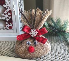 me ~ Reindeer Food Diy Christmas Reindeer, Magic Reindeer Food, Christmas Crafts To Sell, Christmas Eve Box, Rustic Christmas, Christmas Projects, Holiday Crafts, Christmas Wreaths, Christmas Decorations