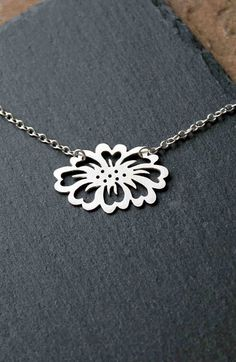 Sterling silver flower necklace. Sterling Flower pendant #SterlingSilverJewels