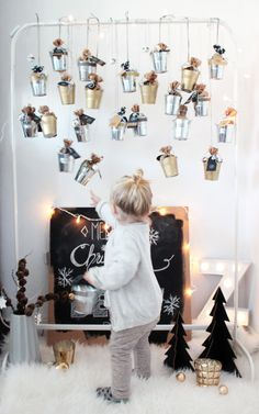 DIY Adventskalender aus Blecheimern A jerk-Zuck DIY Calendar from small metal bucket Advent For Kids, Advent Calendars For Kids, Diy Advent Calendar, Kids Calendar, Easy Christmas Crafts, Simple Christmas, Christmas Home, Xmas, Love Decorations