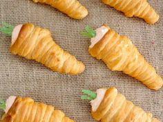 Leckere Teigtüten in Karotten-Optik gefüllt mit herzhaften oder süßen Cremes. Entdecken Sie die Osteridee bei EAT SMARTER.