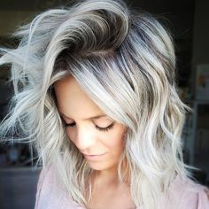50 Perfect Shoulder Length Hairstyles For Women 50 Perfect Shoulder Length Hairstyles For Women These trendy Hair Styles ideas would gain you amazing compliments. Check out our gallery for more ideas these are trendy this year. Blonde Hair With Roots, Ice Blonde Hair, Balayage Hair Blonde, Brown Blonde Hair, Platinum Blonde Hair, Ice Hair, Chanel Corte, Honey Hair, Hair Color And Cut