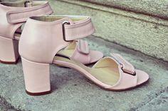 #the5thelementshoes #rosettishowroom #springsummer #sandals #SS2016 #rosequartz #blockheels #alldaysandals