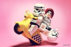 Korean photographer Storm TK431 had fun staging the LEGO Star Wars figurines in situations rather unusual... Some are really funny !