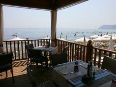 Un pranzo o uno spuntino in riva al mare è sempre un'ottima idea www.grandhotelalassio.it