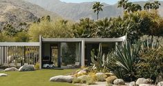 The Kaufmann Desert House is a house located in Palm Springs that was designed by Richard Neutra in Richard Neutra, Richard Meier, Design Exterior, Modern Exterior, Mid Century Modern Design, Mid Century Modern Furniture, Residential Architecture, Architecture Design, California Architecture