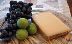 Beaumont de Savoie (France) semi-hard, mild and nutty flavor