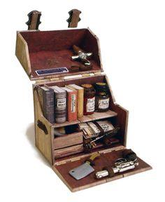 Vampire Hunter's Kit Objet Harry Potter, Diy And Crafts, Paper Crafts, Wooden Books, Vampire Hunter, Mini Things, Box Art, Larp, Chandeliers