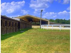 Imagine having a #horse arena like this at #home! http://www.williampitt.com/horse-home-equestrian-properties/