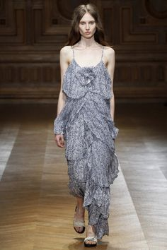 See the complete Sharon Wauchob Spring 2016 Ready-to-Wear collection.