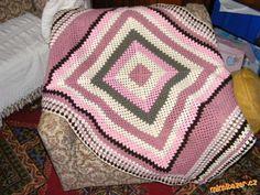 Na tuto háčkovanou deku můžete využít všech zbytků, které doma najdete. Z materiálů je pro dospělé a...