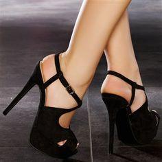 Escarpins noirs simili cuir  à brides croisées sur la cheville, raffinés et Kanon!