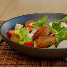 Falafelsalat med jordbær Mozzarella, Meat, Chicken, Food, Meals, Yemek, Buffalo Chicken, Eten, Rooster