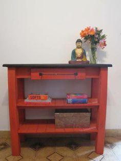 Mesa de arrime color ladrillo.