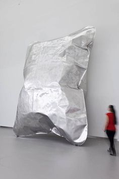 Hans Kupelwieser, 'Gonflable' awesome giant inflatable contemporary art installation or perhaps the super size meal portions from fast food joints have gone too far. a reason for the obesity crisis perhaps giant bags of crisps Sculpture Metal, Abstract Sculpture, Contemporary Sculpture, Contemporary Art, Bühnen Design, Instalation Art, Oeuvre D'art, Online Art, Modern Art