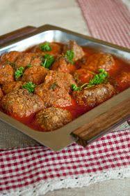 Lentil balls with tomato sauce
