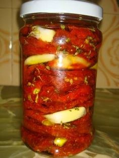 Sun Dried Tomatoes and Garlic Preserved in Olive Oil Sauce Recipes, Raw Food Recipes, Appetizer Recipes, Cooking Recipes, Puerto Rican Hot Sauce Recipe, Olives, Party Entrees, Fire Food, Dehydrated Food
