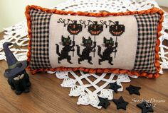 Stitching Dreams: Hope you like black cats!!